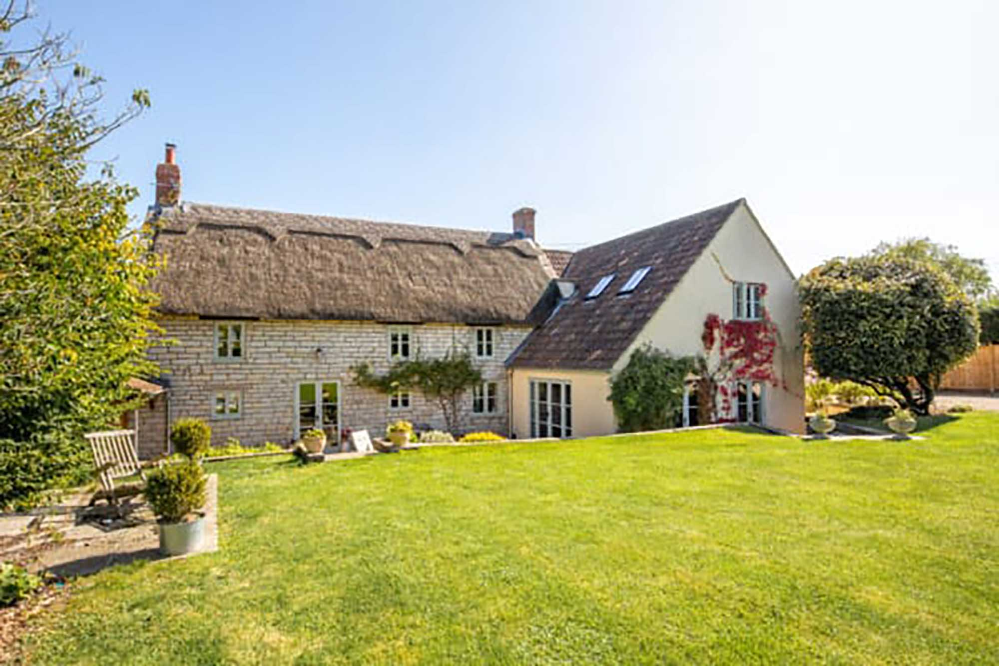 Picture perfect Cottage in popular village