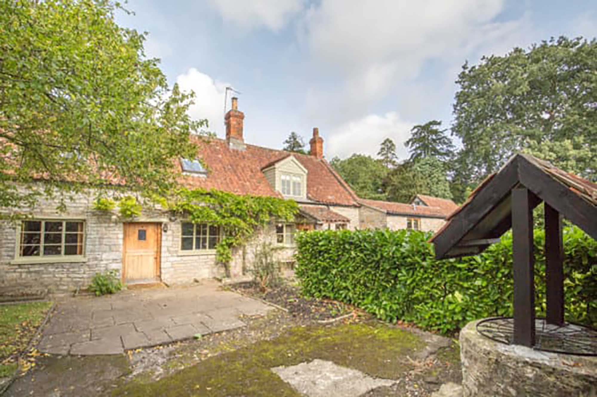 Butleigh- Very attractive detached cottage