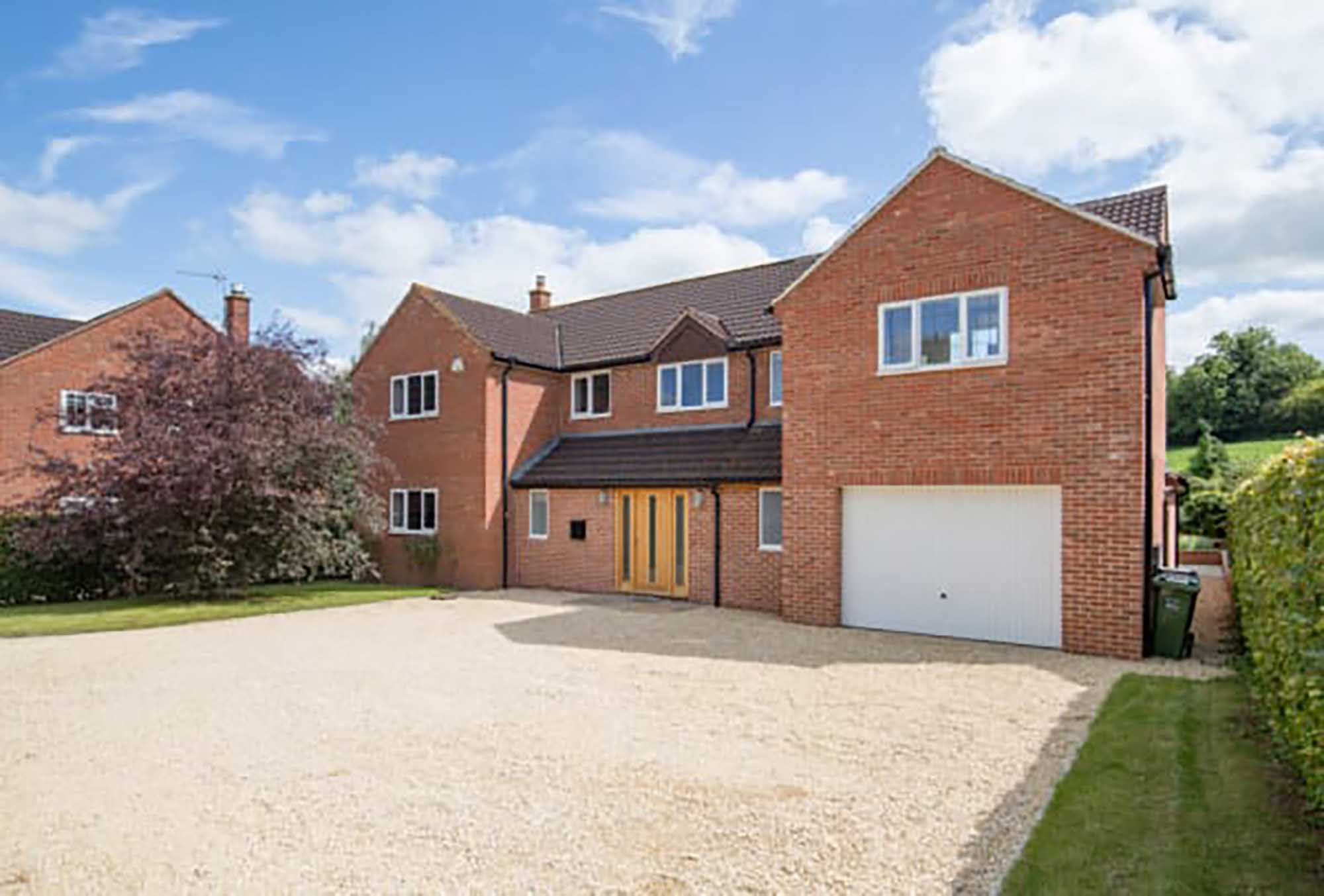 Bruton- very light and spacious house in good location