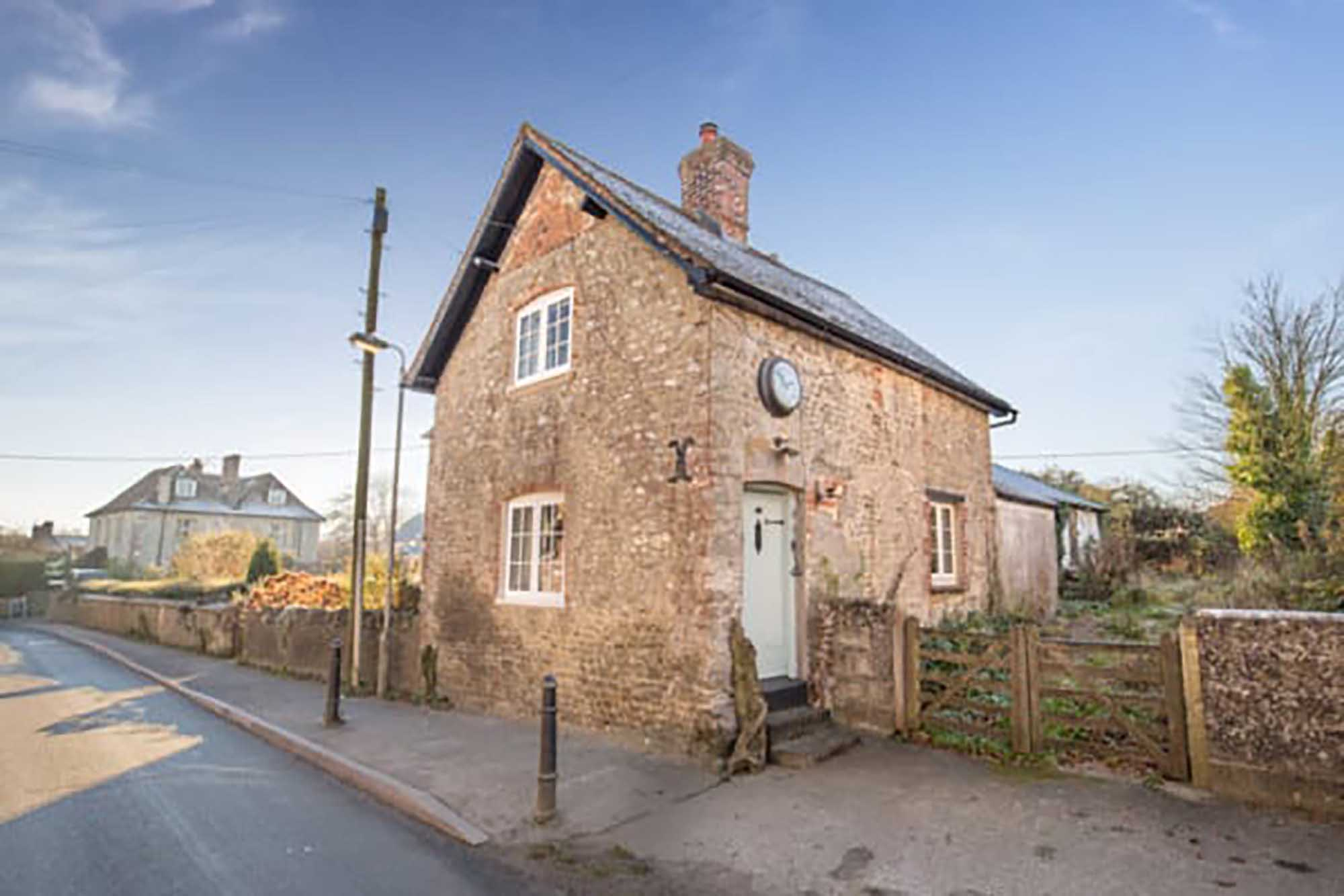 NO CHAIN. A very attractive period property in desirable location.