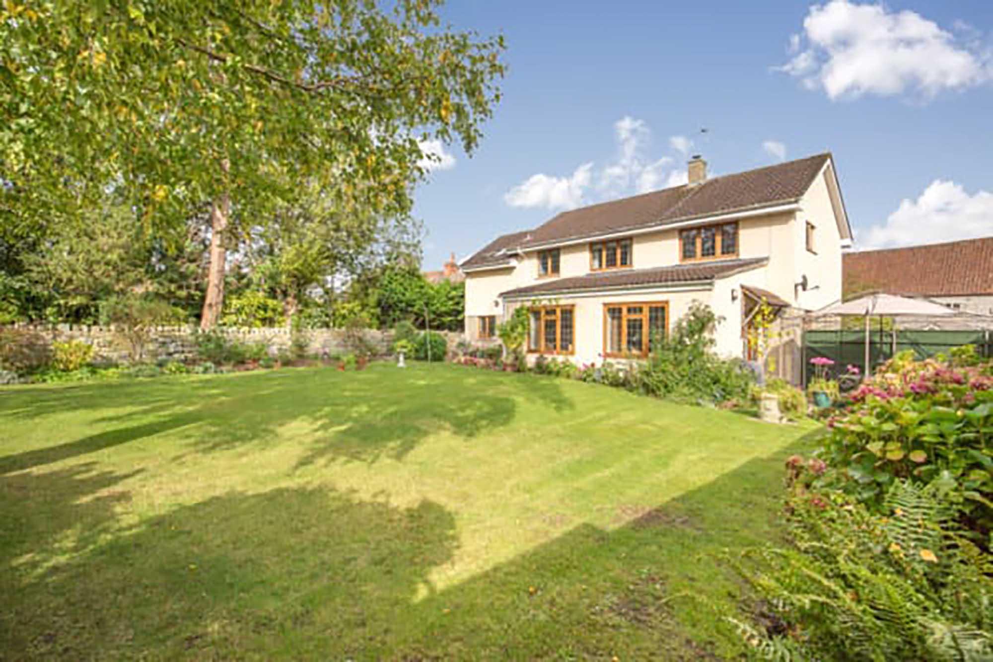 Butleigh- Attractive modern family house