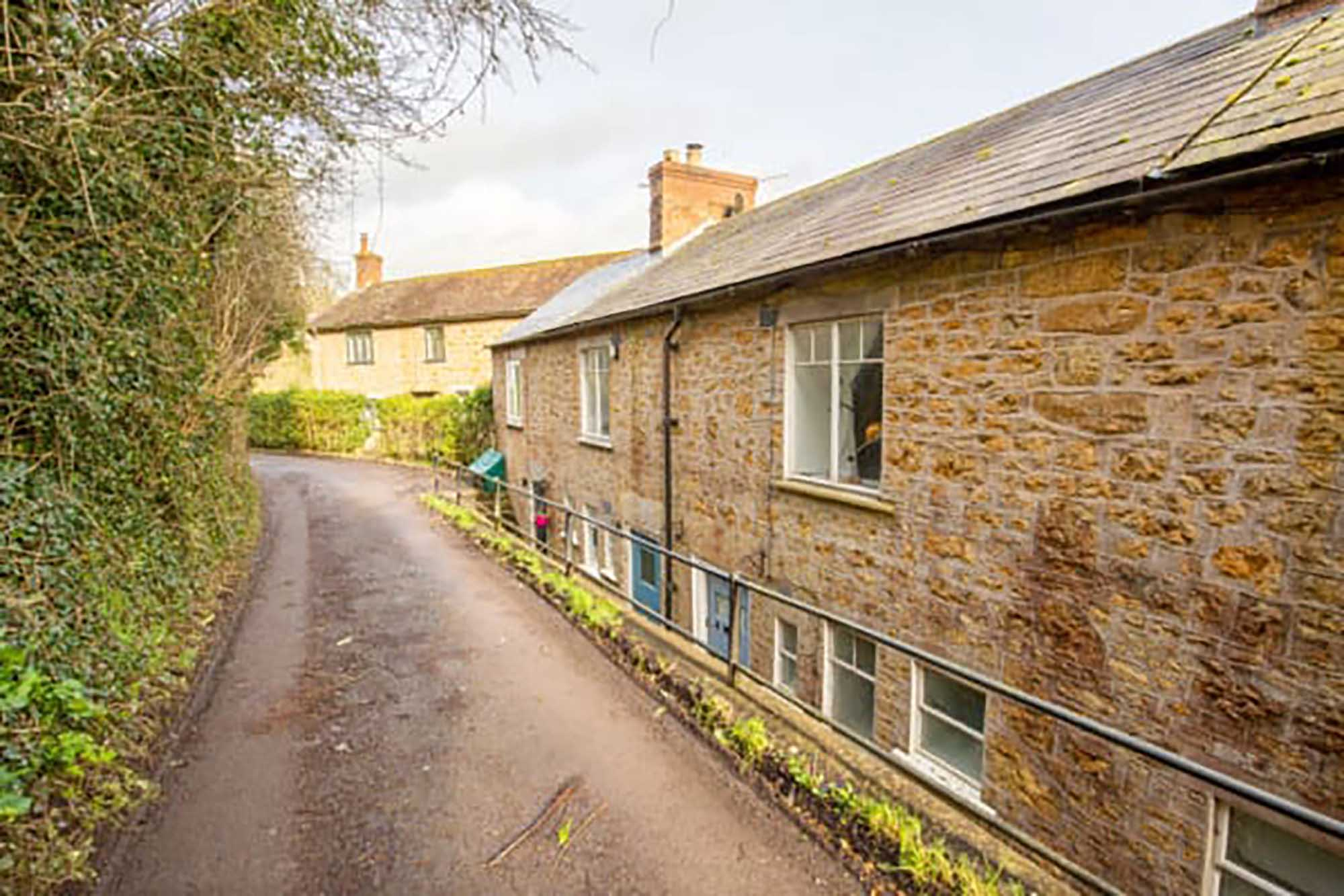 A tucked away cottage in central Bruton with good sized garden