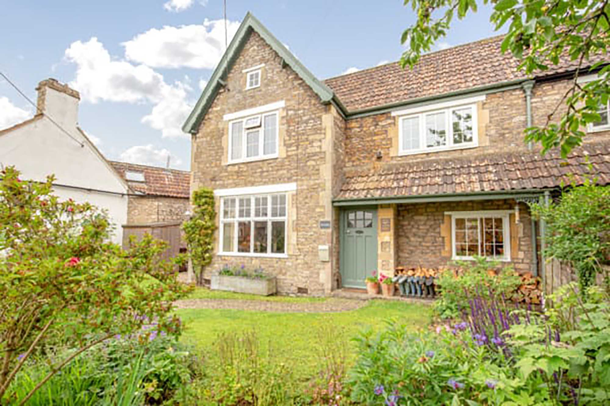 Pretty home in historical village near Frome