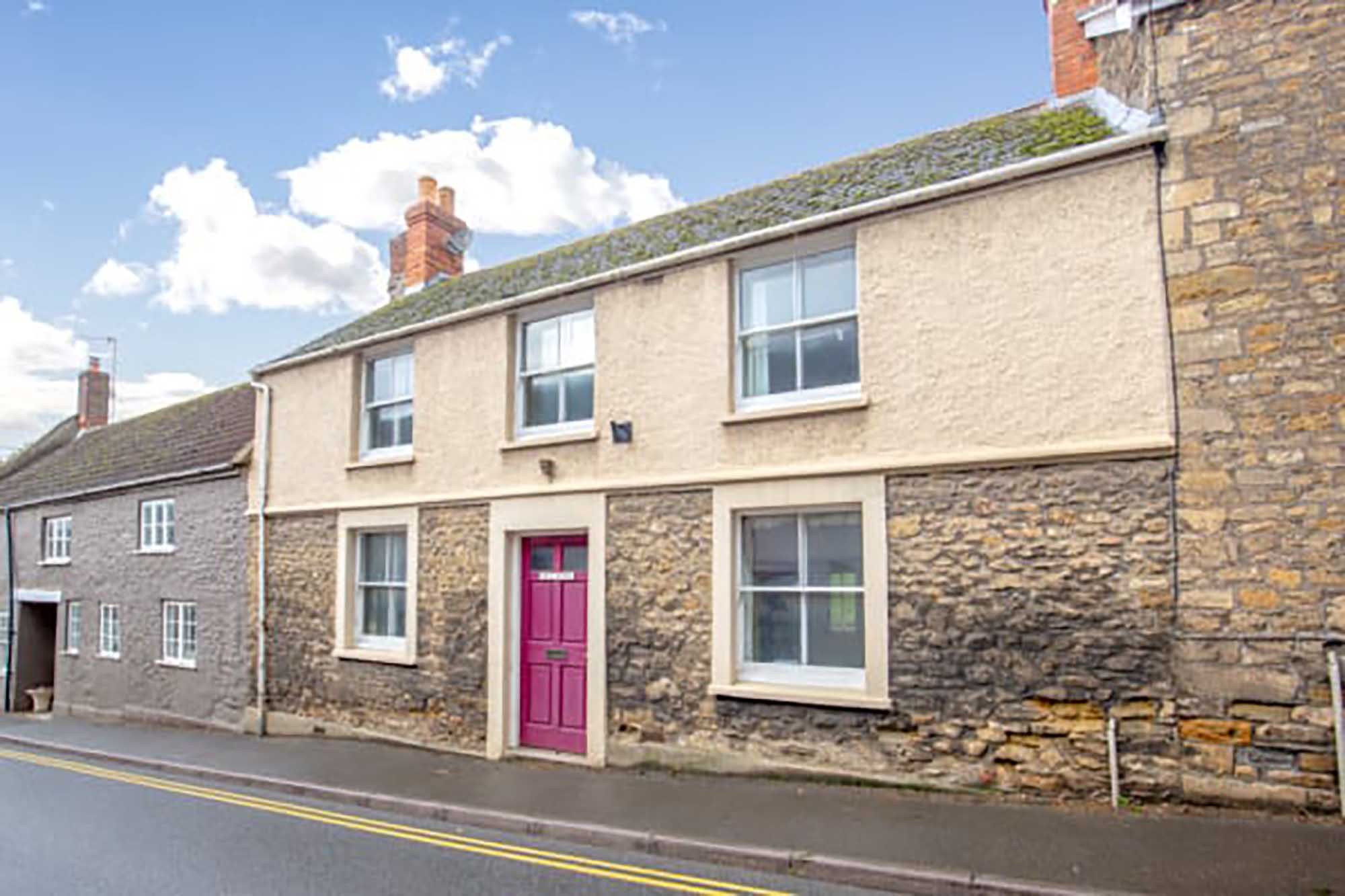 3 bedroom town house, Bruton – perfect for renovation