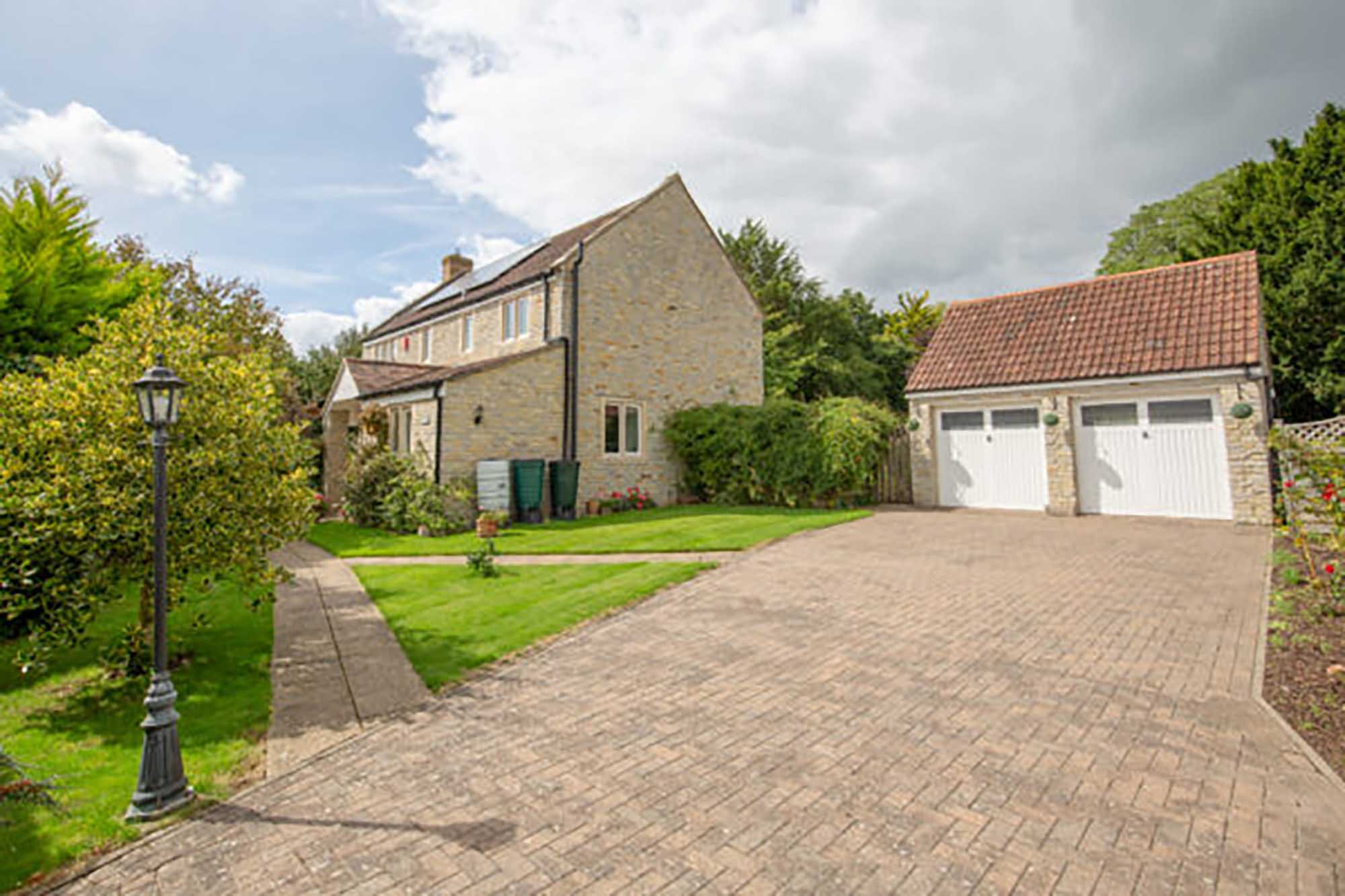 Beautifully refurbished 3 bed cottage close to Sherborne