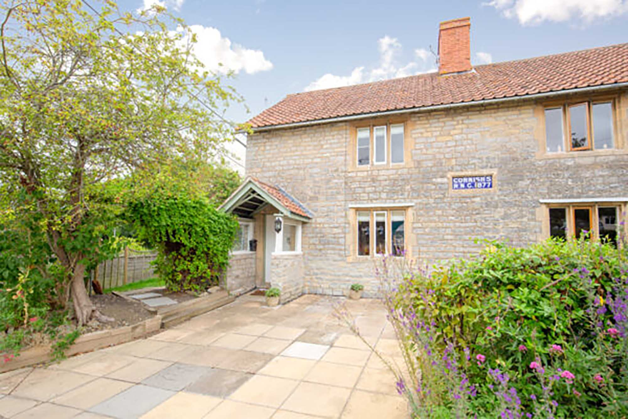 Charming and fully renovated cottage in Butleigh. BA6 8UA