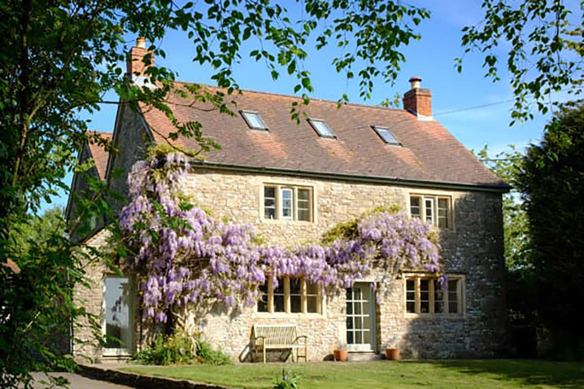 Stunning 6 bed farmhouse with annexe and land