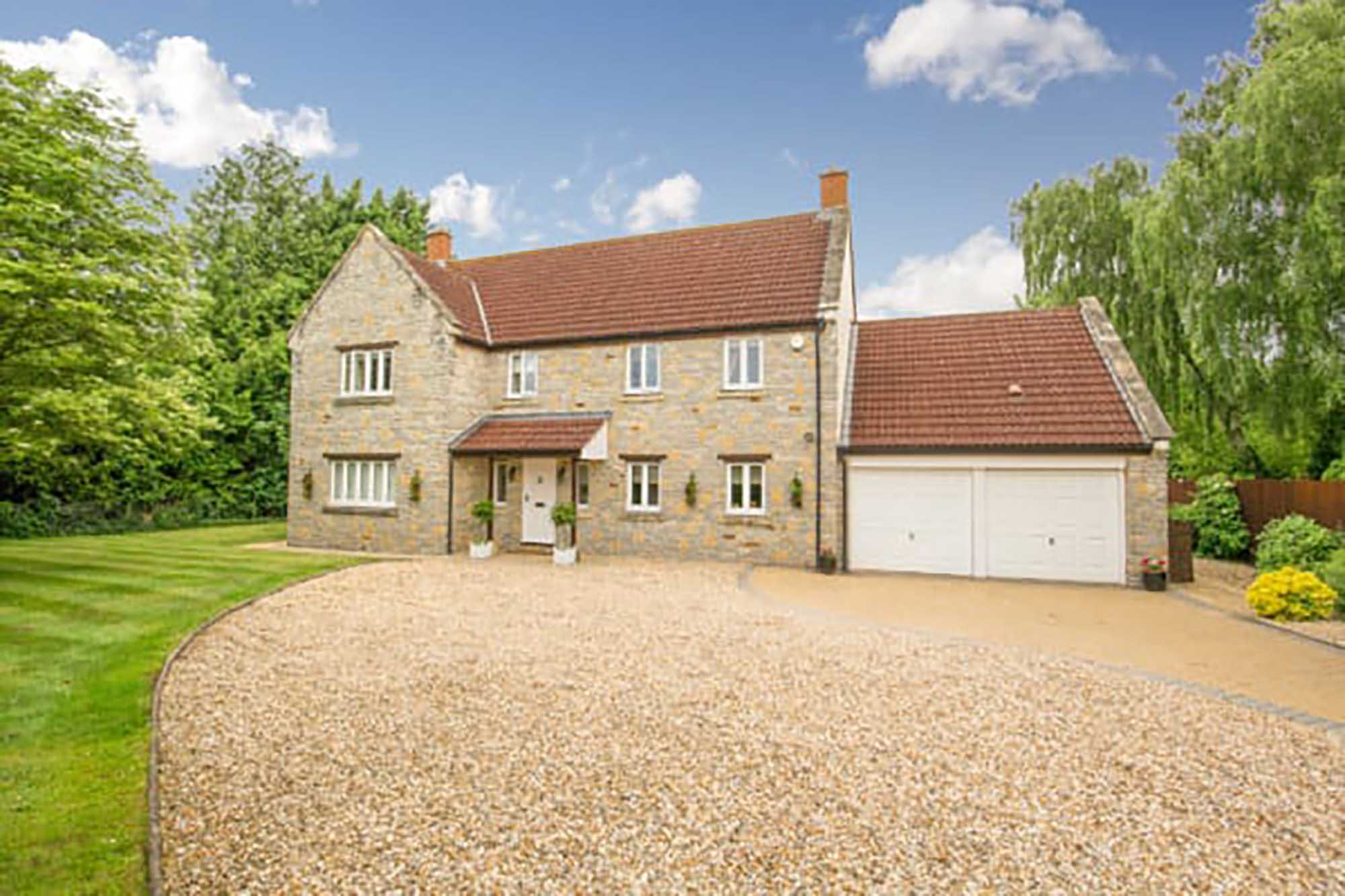Large family home in peaceful and convenient location in village of Henton near Wells