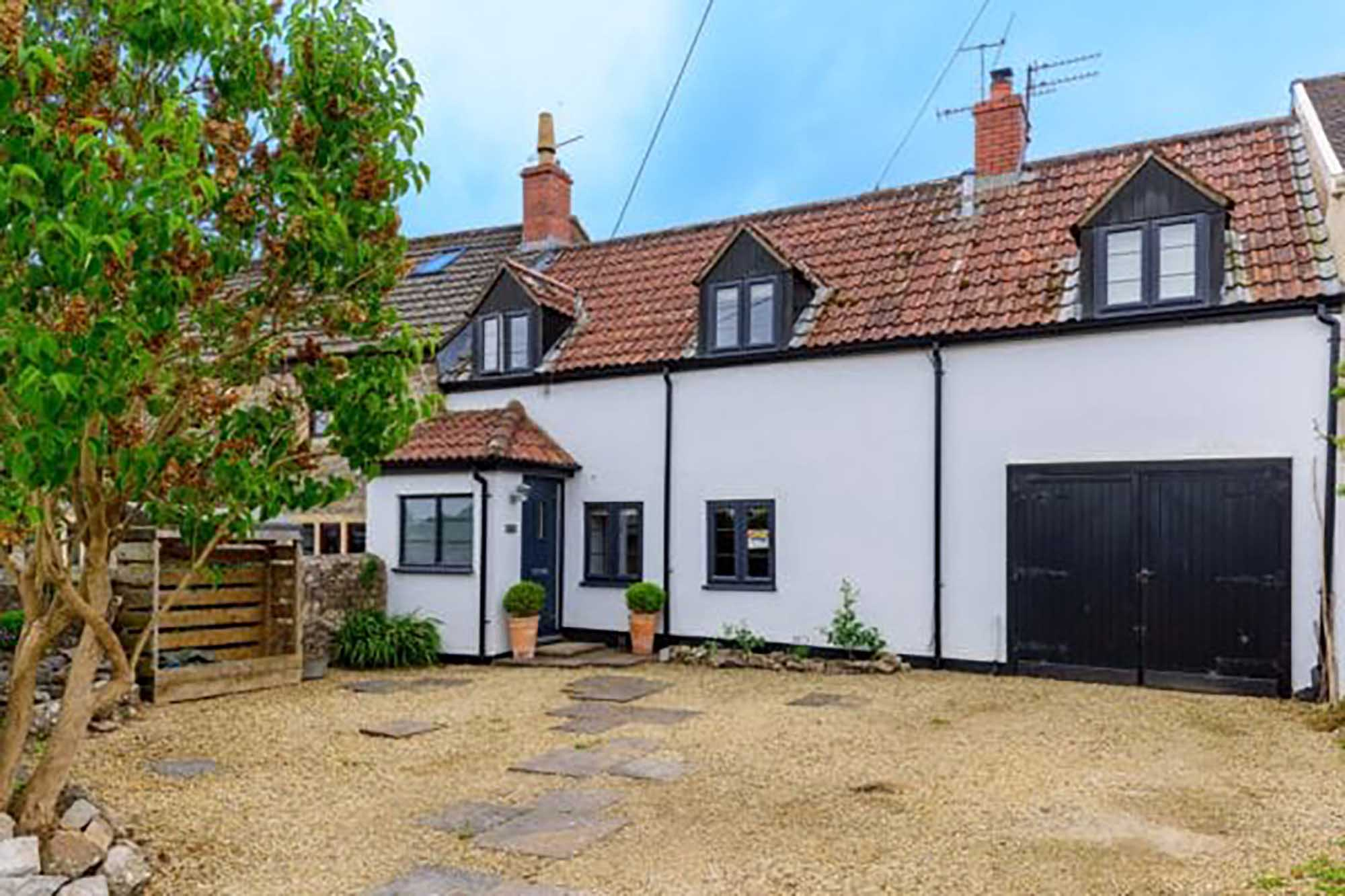 4 bed home, fabulous kitchen, parking and garden