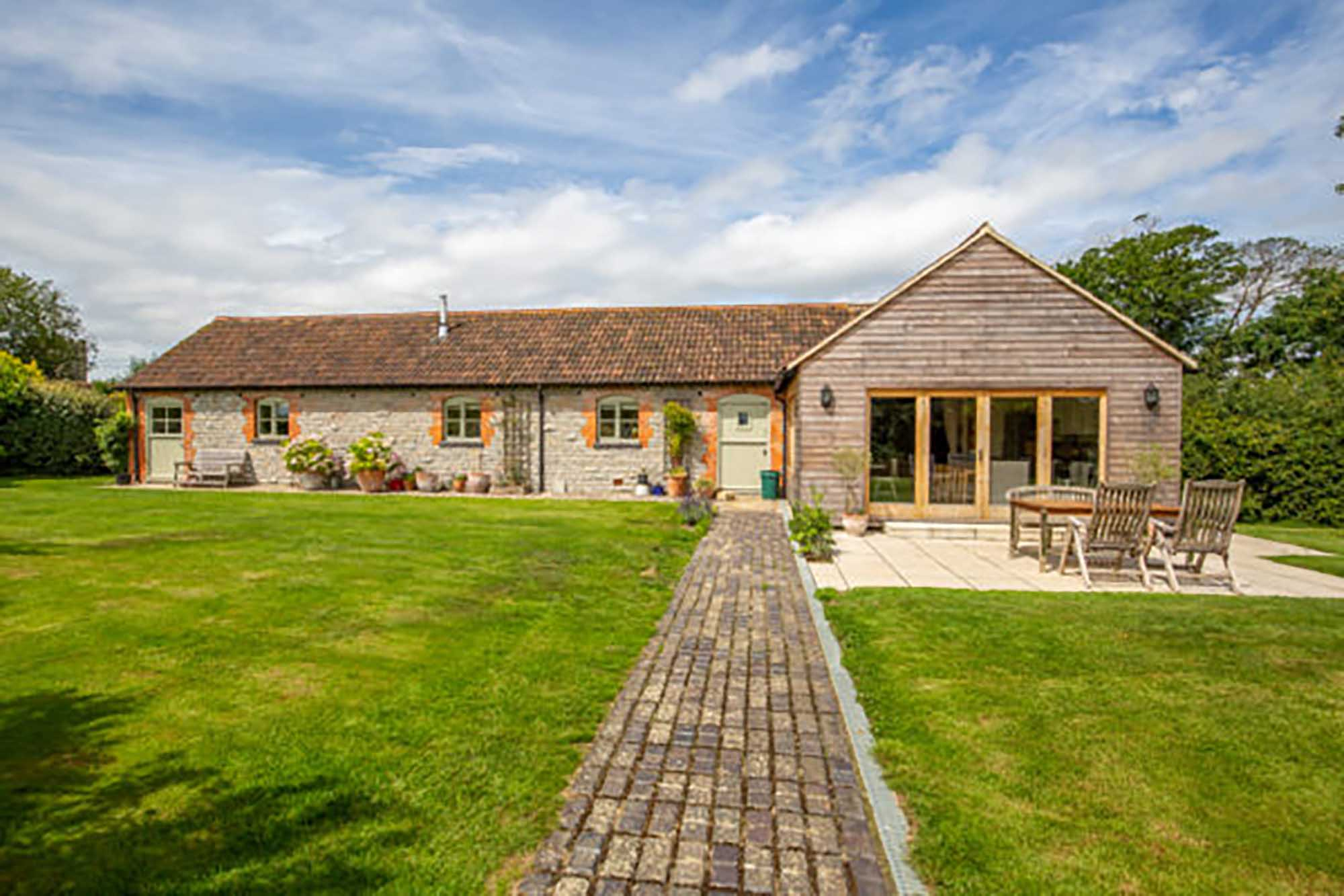 Wonderful Barn conversion with annex