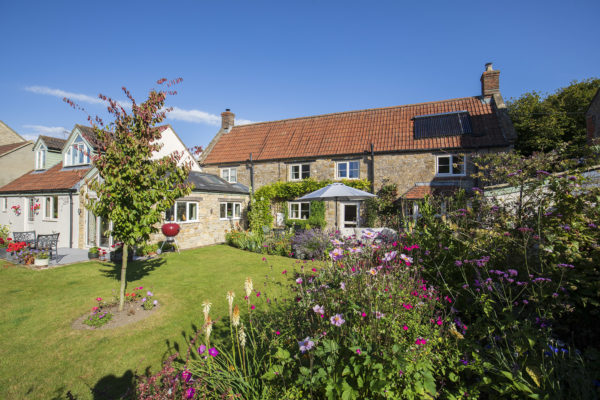 Pretty Cottage in Village location near Bruton