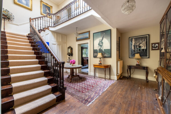 Central Wells – Stunning period house, large garden and parking