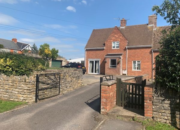 Bruton – 4 bed family house in super corner plot.