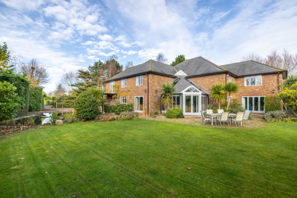 A Stunning, spacious and special house – East Brent