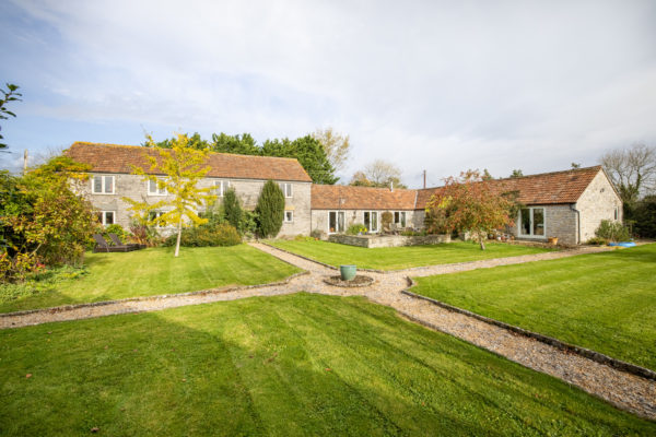 West Lydford-Stunning barn conversion, annexe