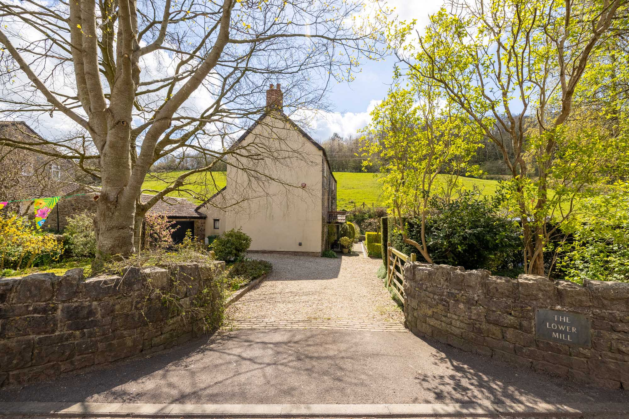 3 bed cottage in  village location near Frome