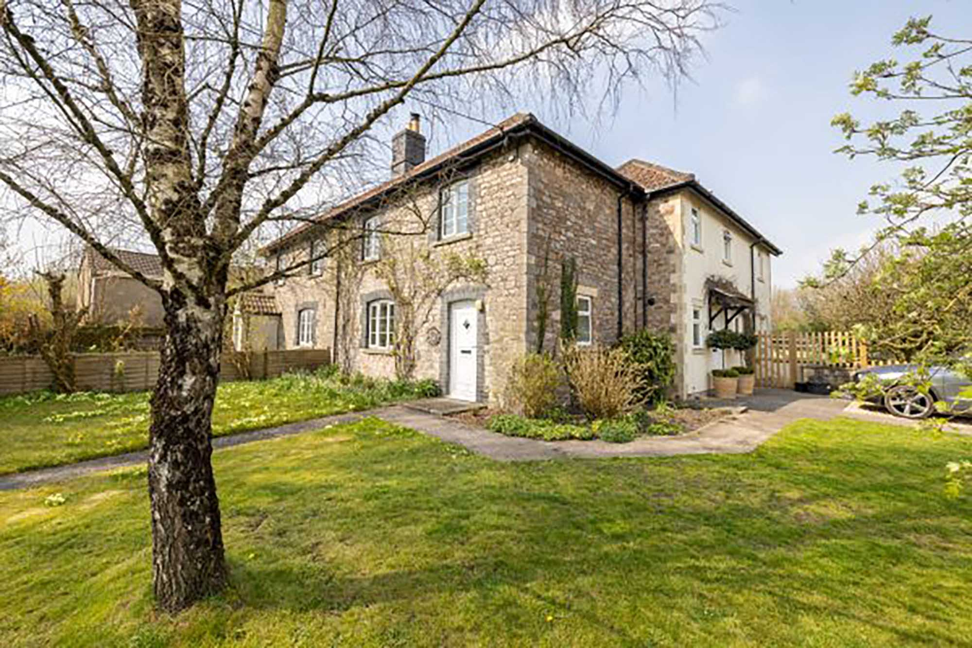 Nr Frome, 4 bed cottage, garden, outbuilding